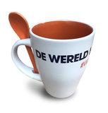 Koffiemok wit/oranje met lepeltje 'De wereld heeft je nodig'