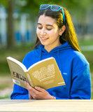 Boek Wonderlust lezend