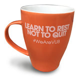 Koffiemok oranje 'Learn to rest not to quit'