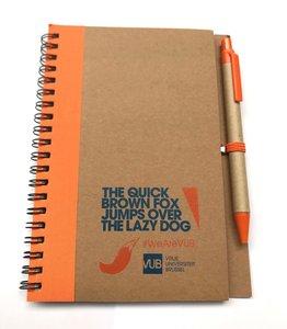 Notitieboekje ECO met oranje pen, voorzijde