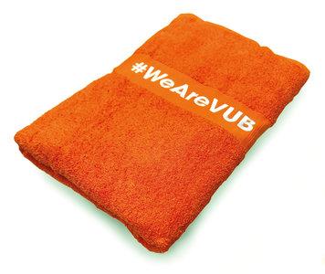 Oranje badhanddoek met borduursel #WeAreVUB