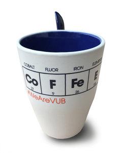 Koffiemok wit/blauw met lepeltje 'Co | F | FE | E'